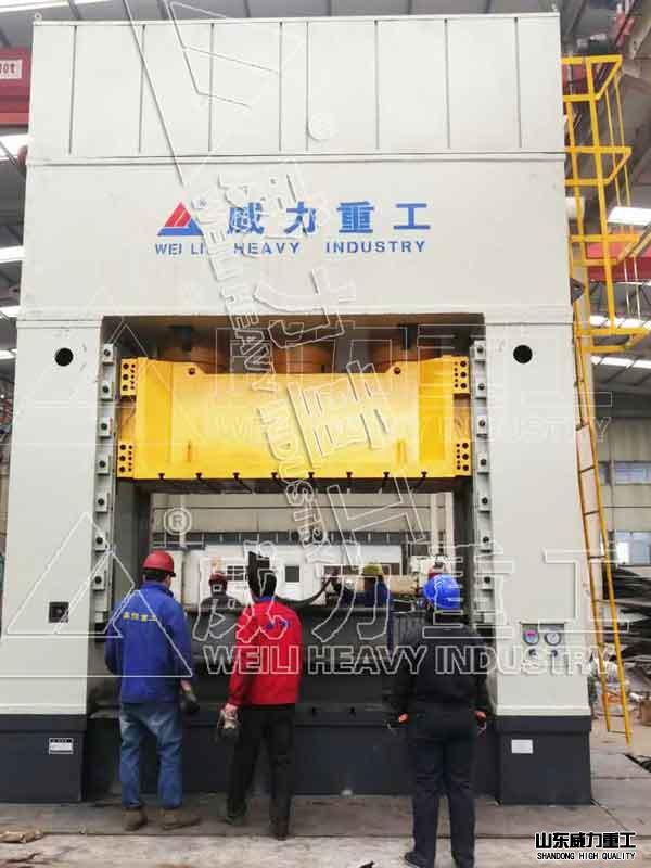 2000吨框架式快速油压机